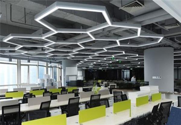 办公室装修中创意吊顶的重要性